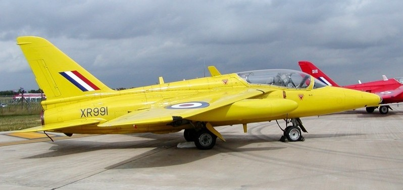 BAE HAWK des Red Arrows (revell) Yellow10