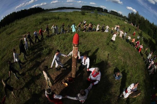 Родноверы идут в астрал на ракете 23038810
