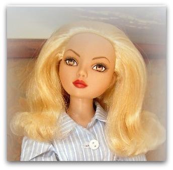 Mes poupées Ellowyne Wilde. De nouvelles photos postées régulièrement. - Page 12 019-0010