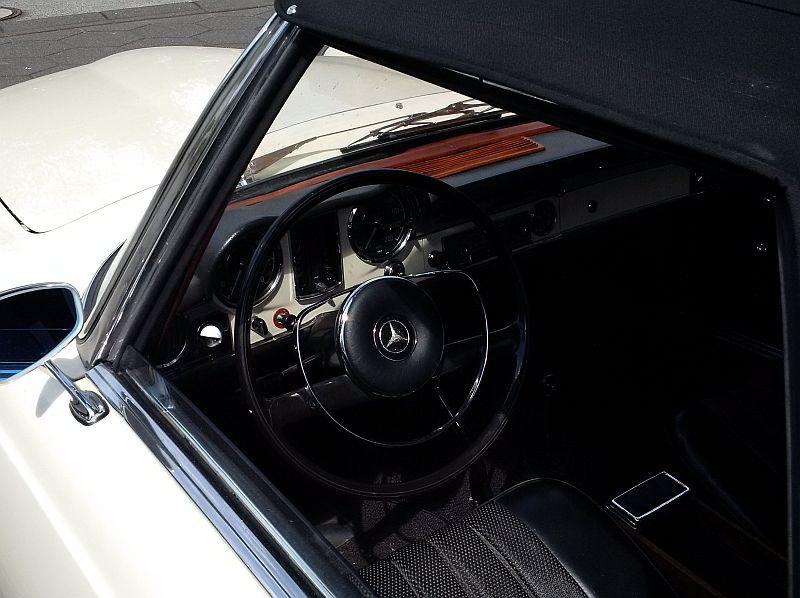 """Mercedes 230 SL """"Pagode"""" - auf dem Parkplatz """"schnappgeschossen"""" 319"""