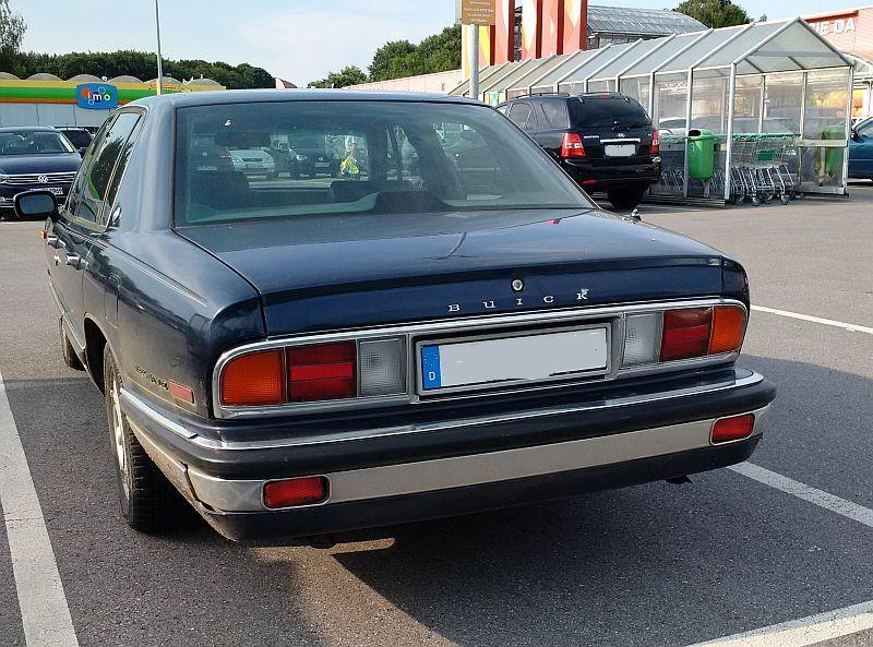 "Buick ""Park Avenue"" 1991 - auf dem Parkplatz ""schnappgeschossen""  435"