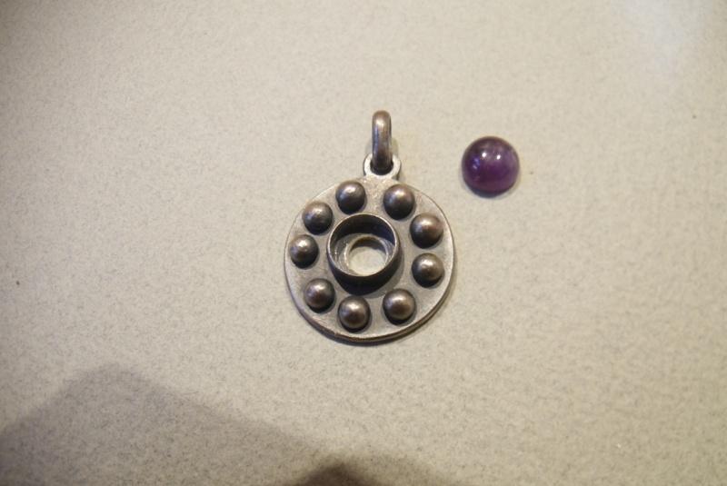 Pendentif améthyste cabochon et demi-sphères d'argent P1180613