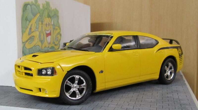 2006 Dodge Charger SRT8 Super Bee (Lindberg )  Img_3567