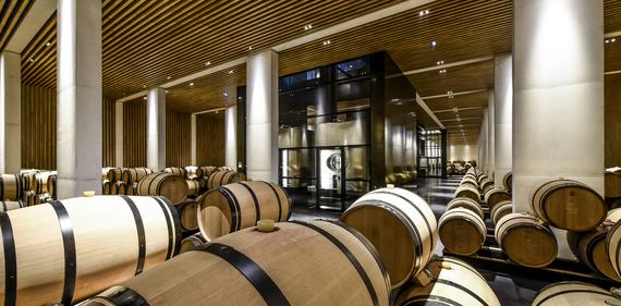 Deux des trois plus beaux chais du vignoble Bordelais se trouvent dans le Médoc 2015-010