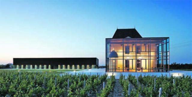 Deux des trois plus beaux chais du vignoble Bordelais se trouvent dans le Médoc 31640-10