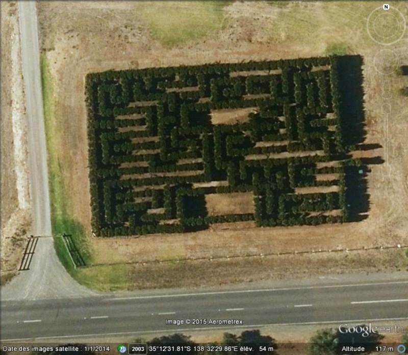 Les labyrinthes découverts dans Google Earth - Page 21 211