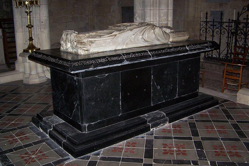 Le tombeau du Pape Clément V - Uzeste - Gironde - France 800px-10