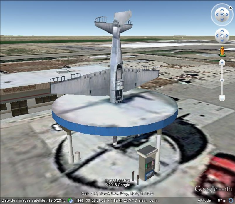 Avion sur la station service d'Elm View, Californie - USA N22