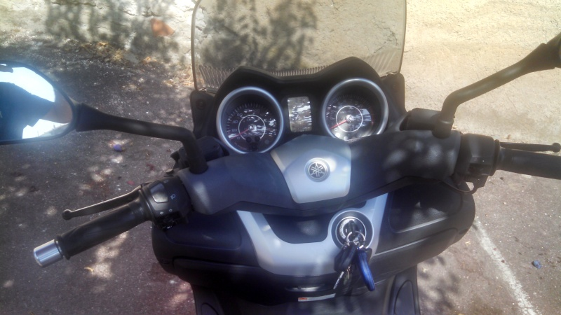 [VENDS] Xmax 125 phase 2 de 2010 Img_2017