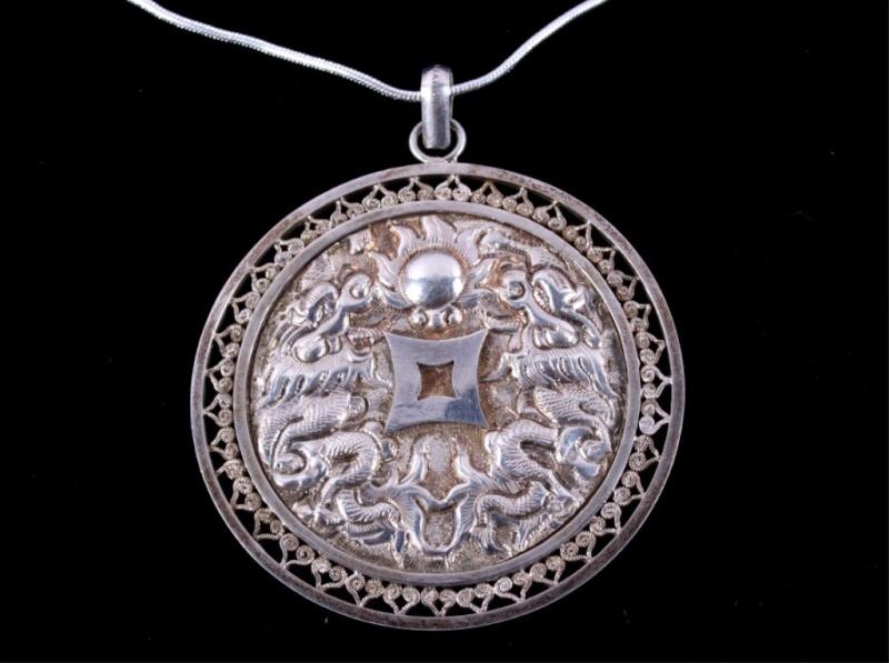 medaille chinoise avec un double dragon (en argent) Medail10