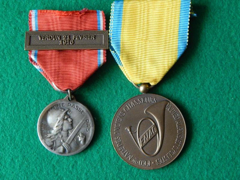 Médaille de Verdun avec barrette et anciens chasseurs Dscn1321