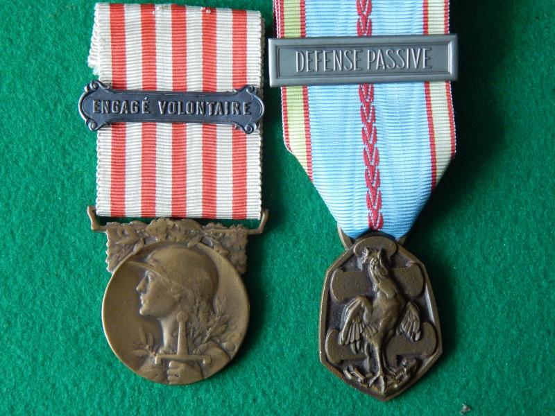 Médaille commémorative 14-18 avec barrette et commémo 39-45 Dscn1331