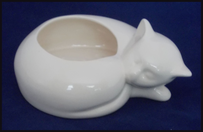 Could this be a P34 Titian sleeping cat planter pot? Dscn7111