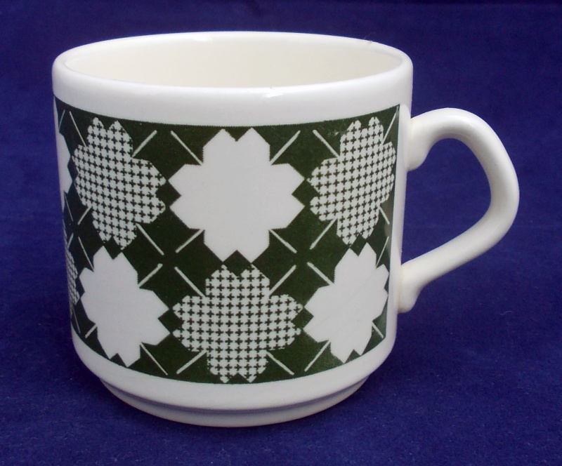 white - Green/white patchwork like pattern on cup. Is Galatica d134 Dscn7116