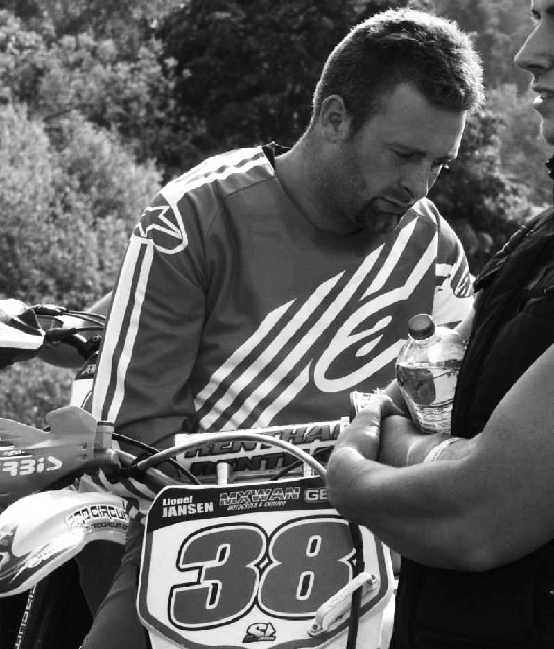 Motocross Mellier - 7 juin 2015 ... - Page 3 11400910