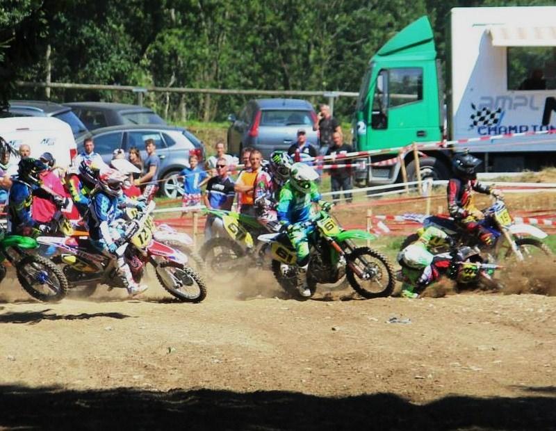 Motocross Recht - 23 août 2015 ... - Page 4 11888513