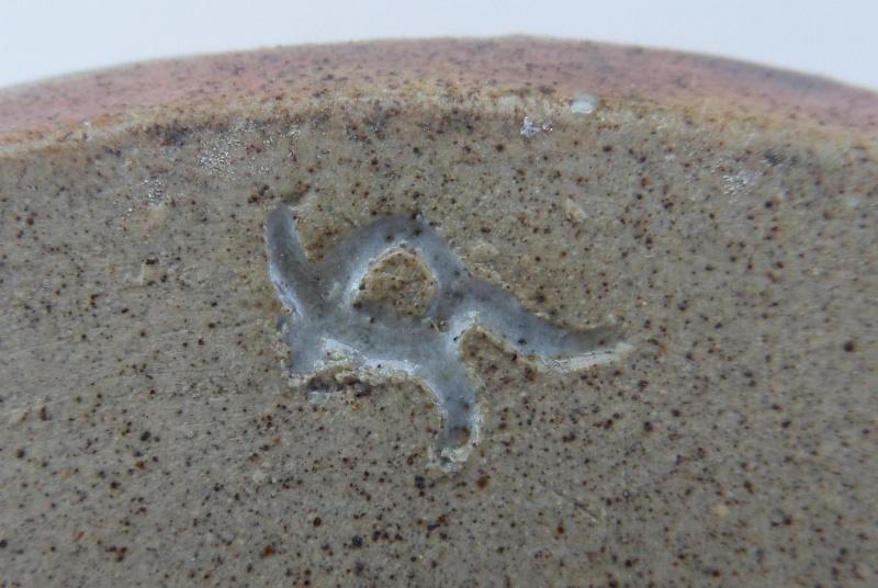 Three mice in a hole - possibly Kelso Pottery - Kangaroo mark? Australian?  Marksp31