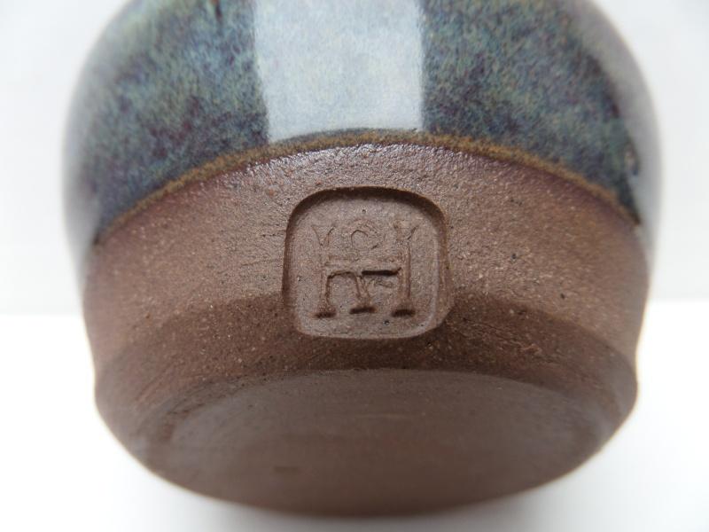 Globular vase with impressed mark - mystery HS mark Marksp61