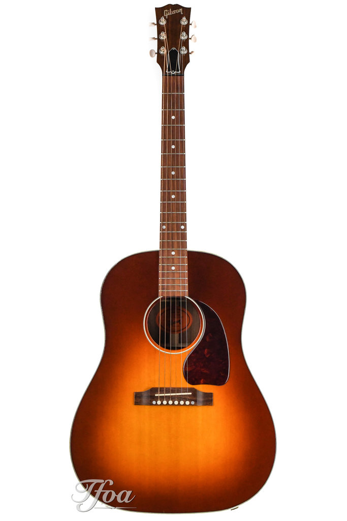 Slope shouders: Martin vs Gibson Gibson10