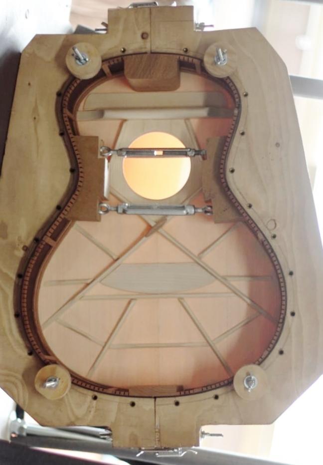 parlor du luthier espagnol David solé VENDUE - Page 4 Leno_s10