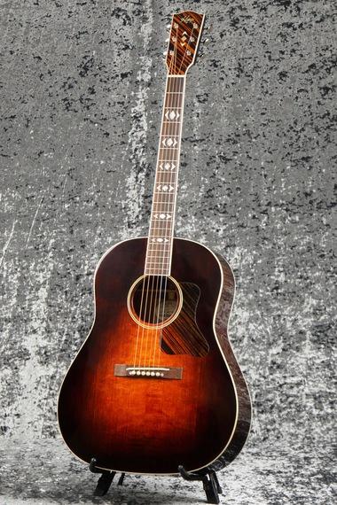 Santa Cruz copie Gibson Roy Smeck à 2400 €... R00_110