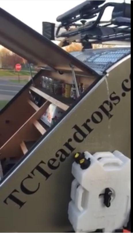 Gouttière récupératrice d'eau pour roulotte.  Captur24