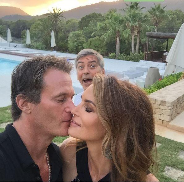 George Clooney photobombs Cindy Crawford & Rande Gerber Cc14