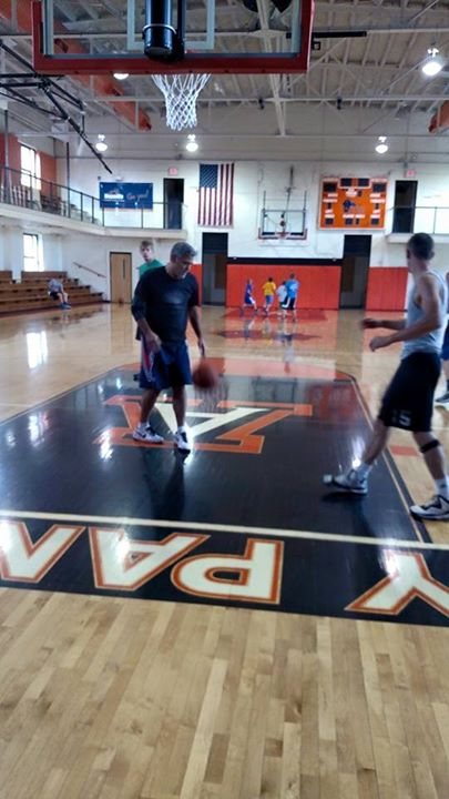 George Clooney  playing Basketball in Kentucky 03. June 2015 Hh11