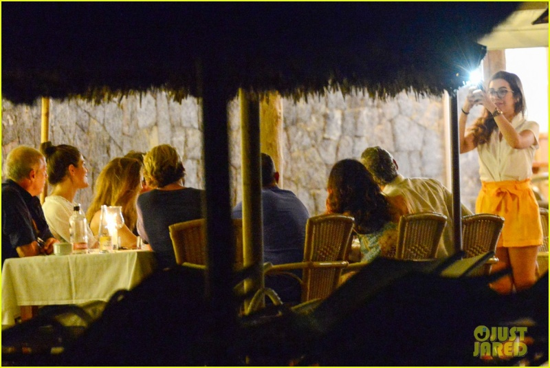George Clooney, Amal, Rande and Cindy Gerber at the Es Torrent restaurant in Ibiza 22. August 2015 Qq410