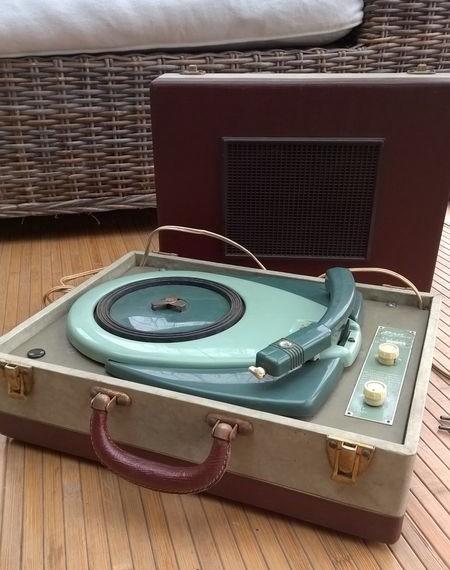 Tourne disque des années sixties 7b148410