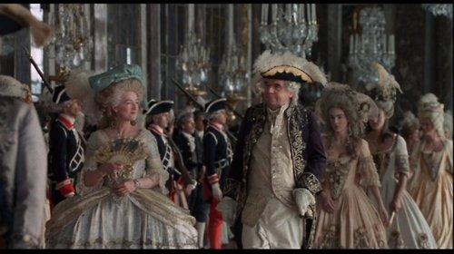 La famille royale se rendant à la messe  Tumblr10