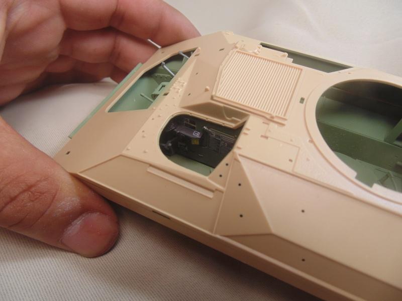 M2A3 Bradley  de MENG au 1/35° Dsc00813