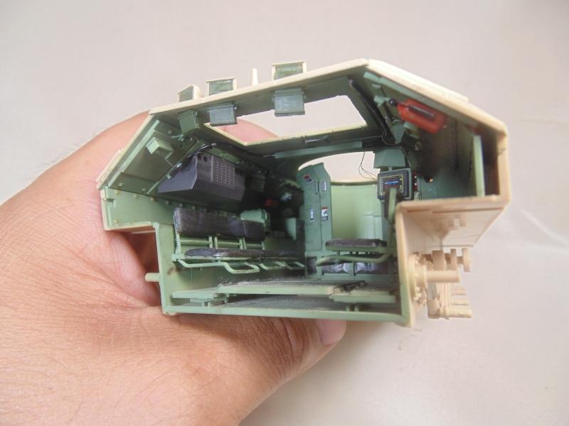 M2A3 Bradley  de MENG au 1/35° Dsc00825