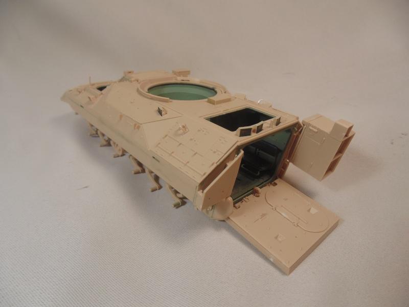 M2A3 Bradley  de MENG au 1/35° Dsc00829