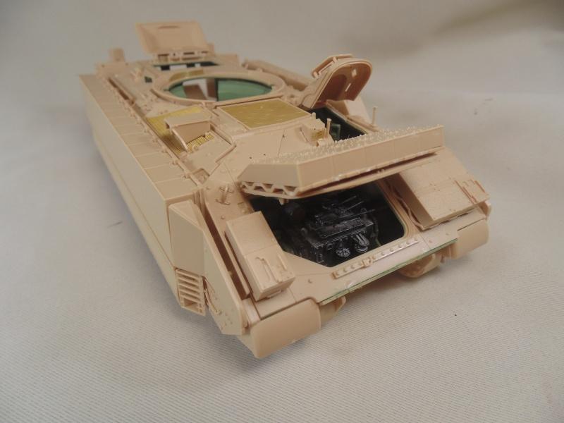 M2A3 Bradley  de MENG au 1/35° Dsc00833