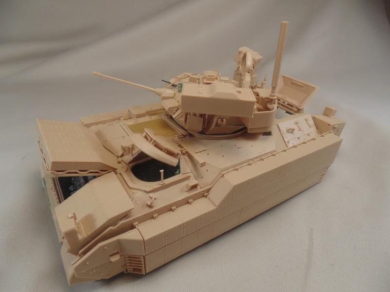 M2A3 Bradley  de MENG au 1/35° Dsc00836