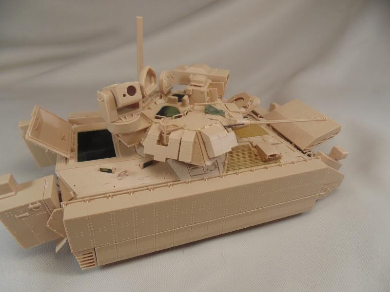 M2A3 Bradley  de MENG au 1/35° Dsc00837