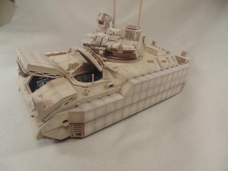 M2A3 Bradley  de MENG au 1/35° Dsc00840