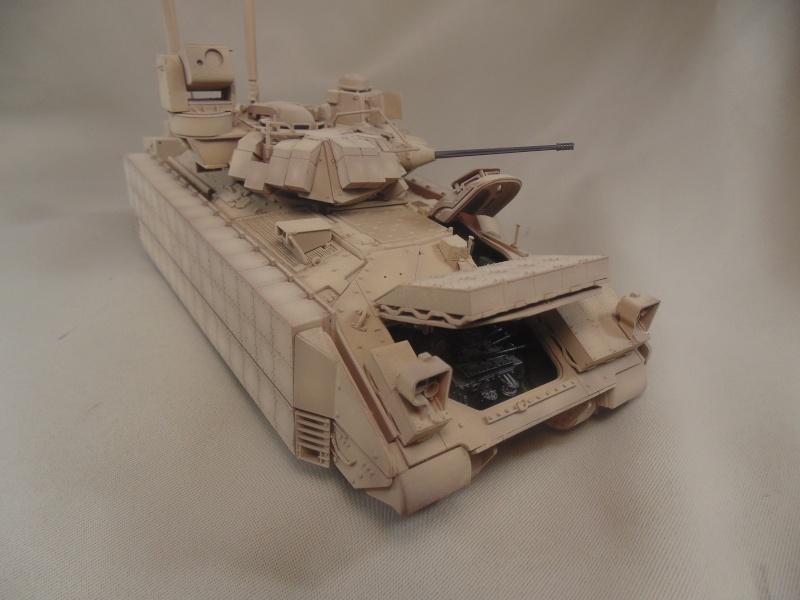 M2A3 Bradley  de MENG au 1/35° Dsc00841