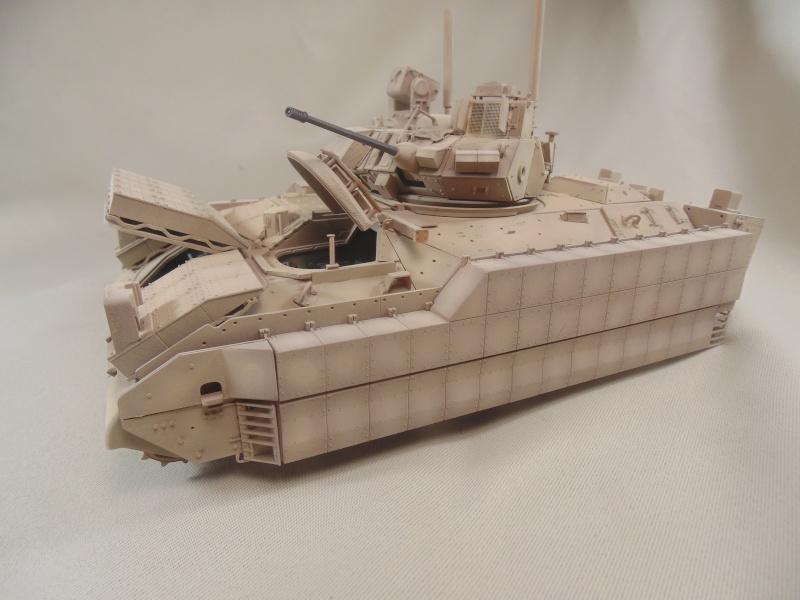 M2A3 Bradley  de MENG au 1/35° Dsc00846