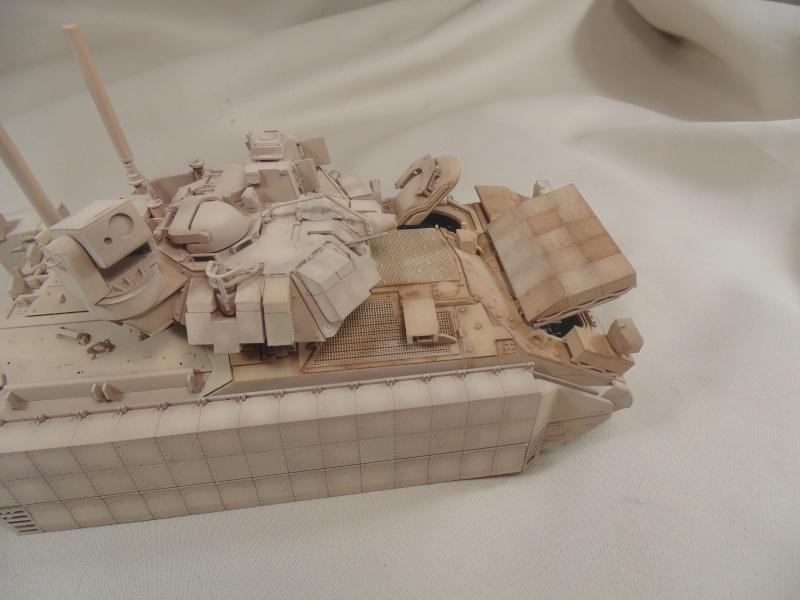 M2A3 Bradley  de MENG au 1/35° Dsc00847