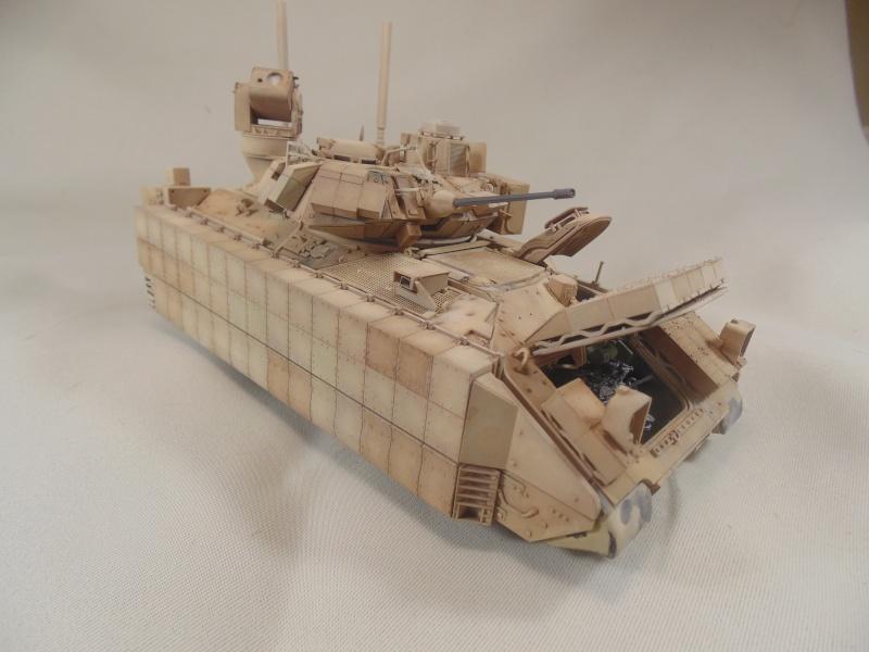 M2A3 Bradley  de MENG au 1/35° - Page 2 Dsc00853
