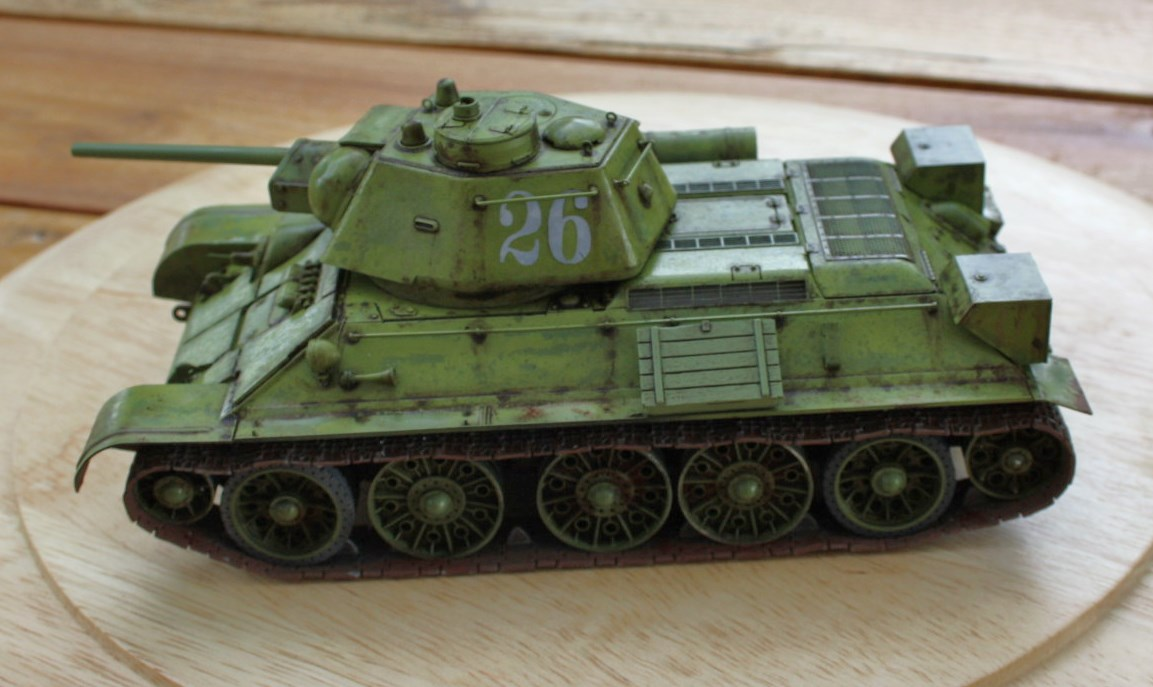 T-34 / 76  tourelle hexagonale  - Page 2 Img_1529