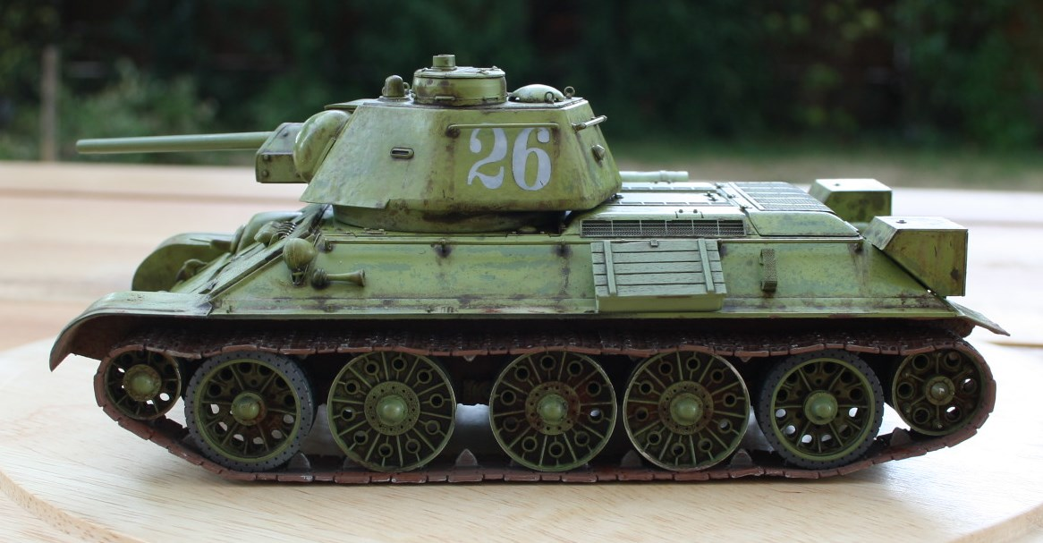 T-34 / 76  tourelle hexagonale  - Page 2 Img_1530