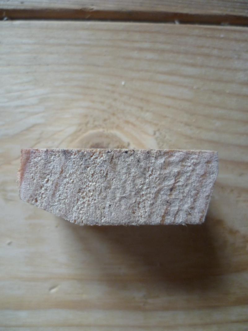 Effectuer un serrage en plein milieu d'un établi - Page 2 P1060810