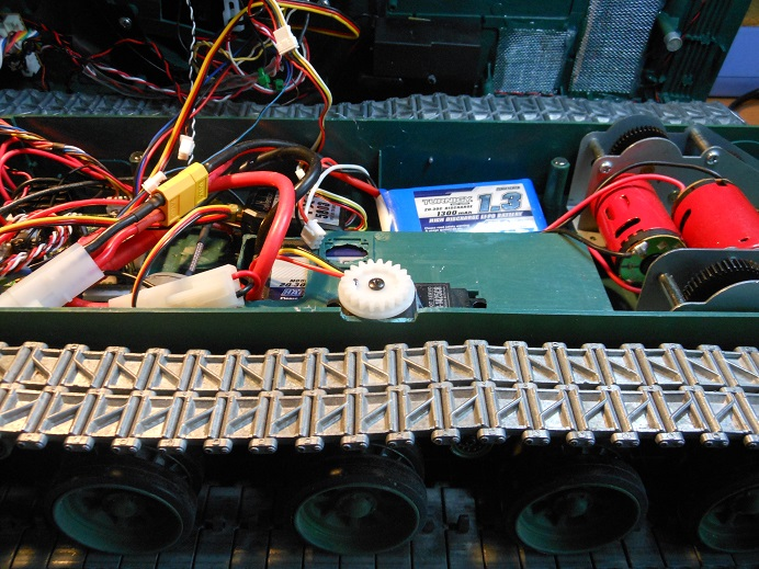 CANADIAN Motor source, servos, doo-dads etc.. Dscn0910