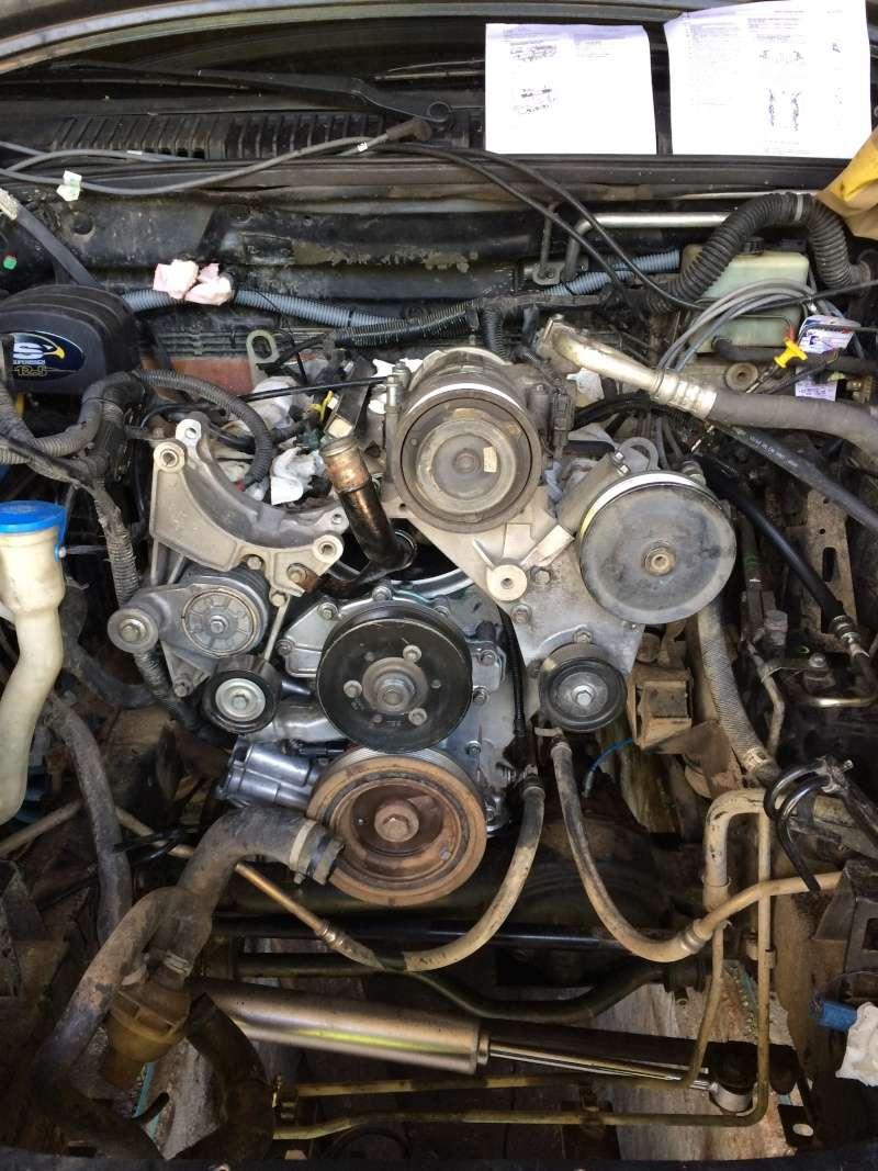 fuite d'huile...remplacement joint d'étanchéité - Couvercle avant (chaîne de distribution) V8 4.6 à partir AM99 - Page 2 V810