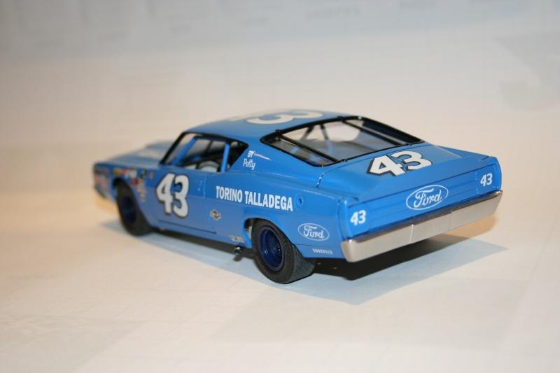 "'69 Ford Torino Talladega ""Richard Petty"" (Polar lights) [Terminée] - Page 2 410"