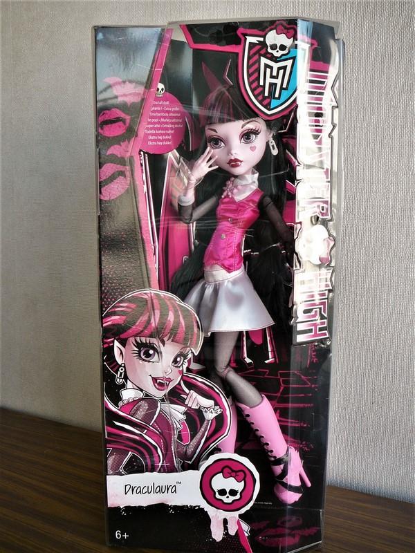 Draculaura géante customisée (Mattel) 01_dra10