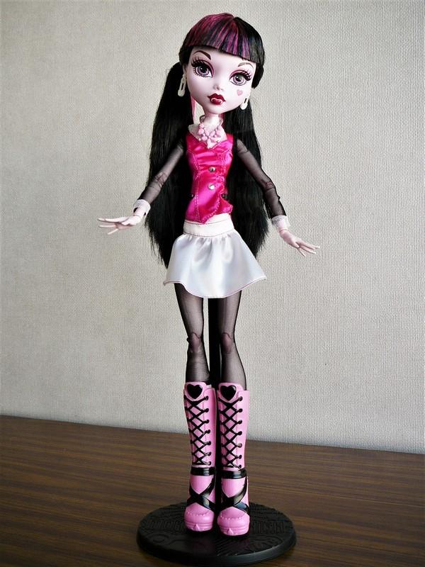 Draculaura géante customisée (Mattel) 02_dra10
